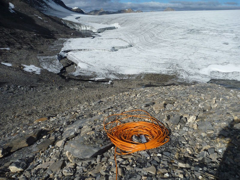 Predicting natural hazards: Level measurement of glacial lakes